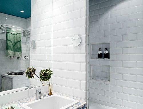 Kleine badkamer met blauwe tinten