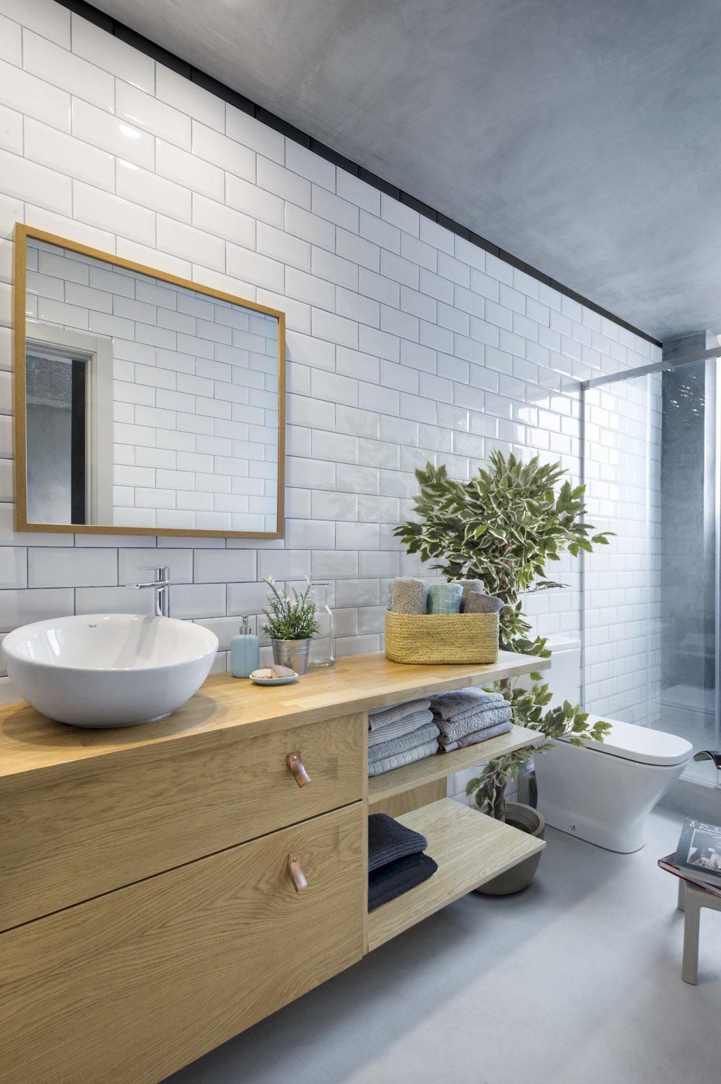 Kleine badkamer met glazen wand voor meer licht en ruimtelijkheid