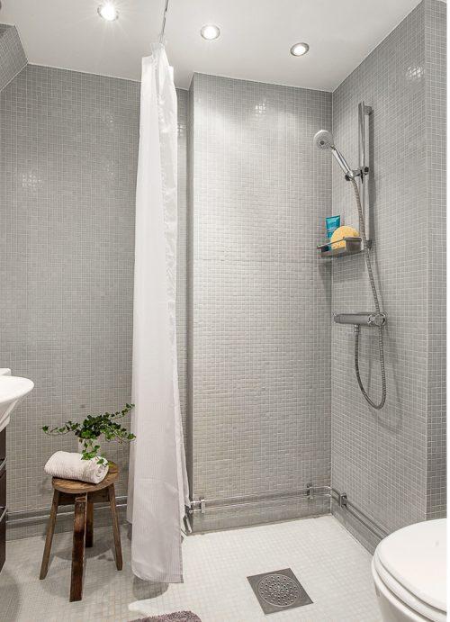 Badkamers voorbeelden kleine badkamers voorbeelden - Kleine betegelde badkamer ...