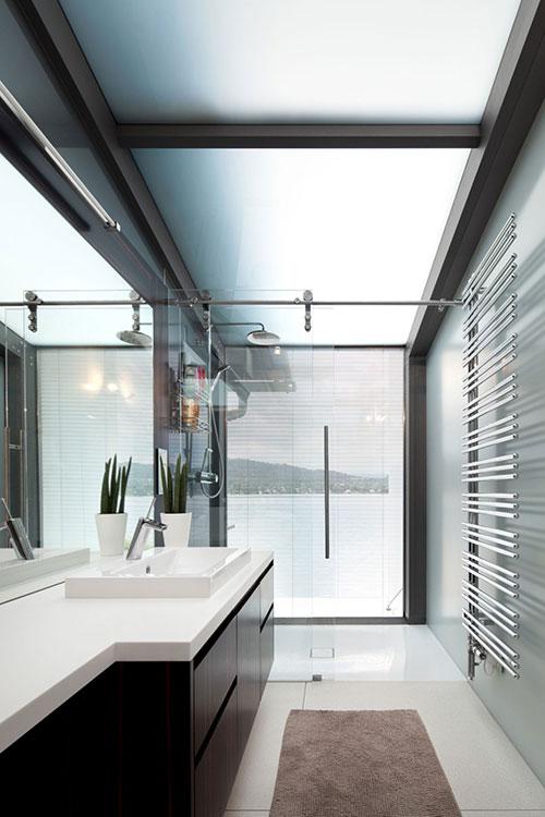 Kleine badkamer in grote villa