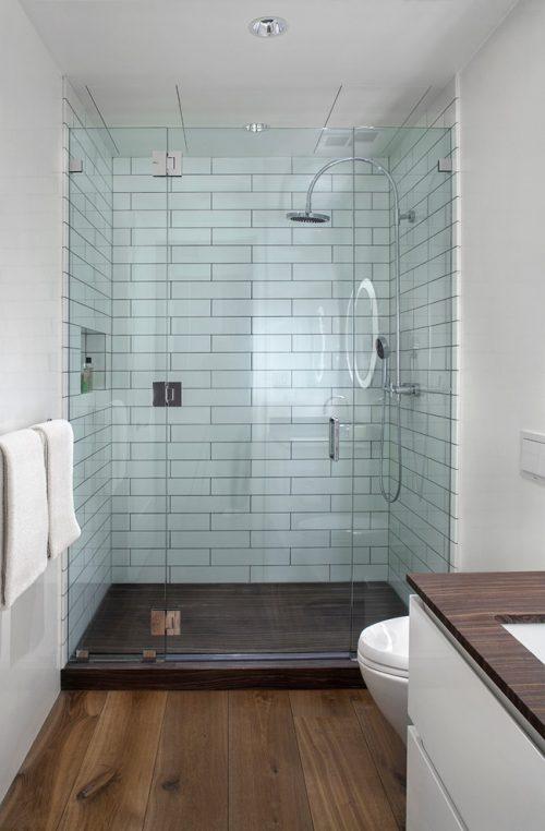 Badkamers voorbeelden kleine badkamers voorbeelden - Badkamer houten vloer ...