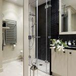Kleine badkamer met l-indeling