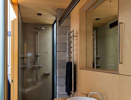 Kleine badkamer met hout