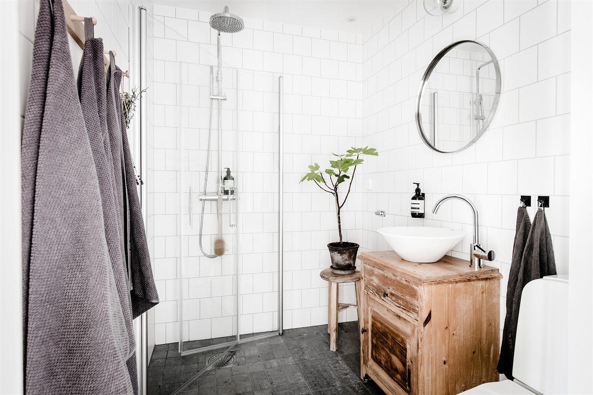 Kleine badkamer met inklapbare douchewanden badkamers voorbeelden