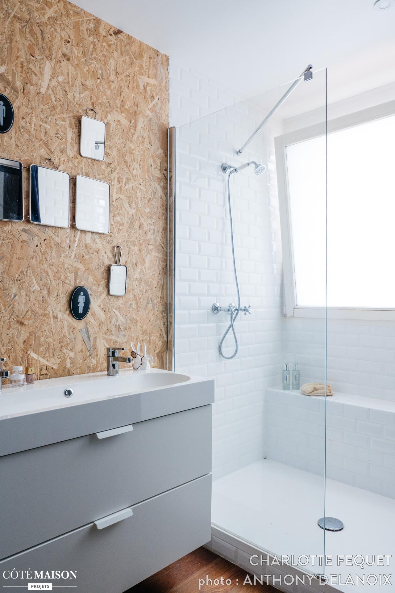 Kleine badkamer met OSB muur