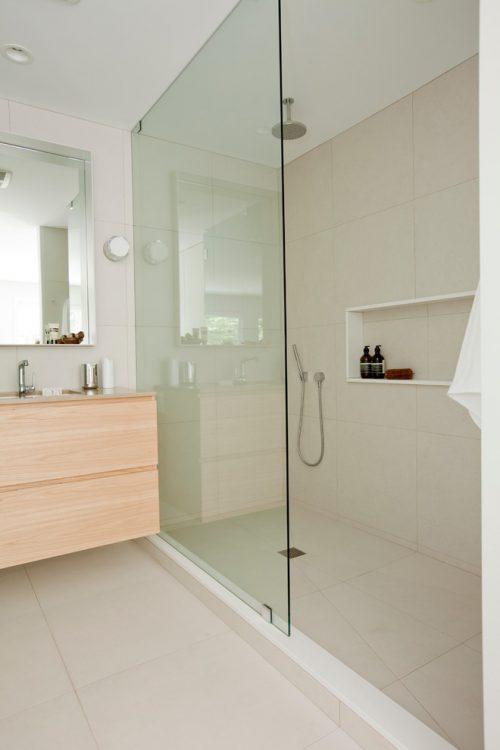 Badkamers voorbeelden kleine badkamers voorbeelden - Klein badkamer model met douche ...