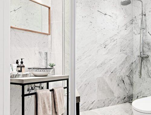 Kleine badkamer met hout badkamers voorbeelden - Badkamer klein gebied m ...