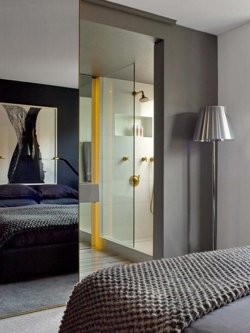 kleine luxe badkamer geinspireerd op de stijl van tom ford