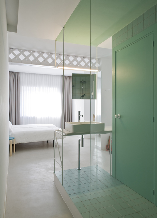 kleine-open-badkamer-van-2m2-met-groene-tegels