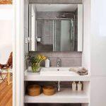 Kleine praktisch ingerichte badkamer uit Barcelona