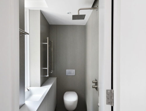 Kleine smalle badkamer van 1x2.5m!