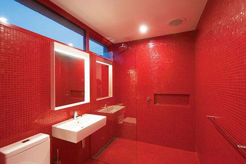 Knalrode badkamer