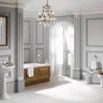 Kroonluchter in de badkamer