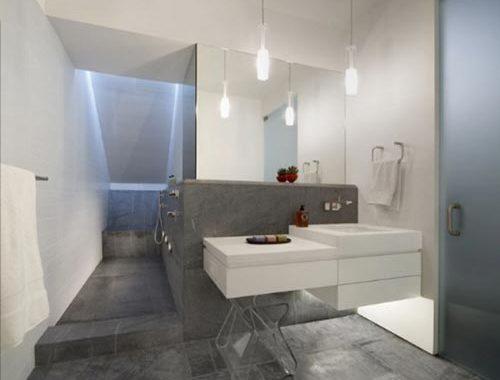 L-vormige badkamer