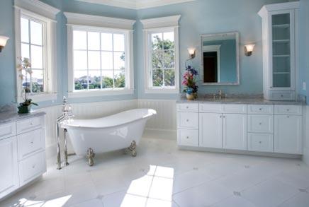 Landelijke Badkamers Voorbeelden : Landelijke badkamer met babyblauwe muren badkamers voorbeelden