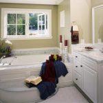 Landelijke badkamer met uitzicht