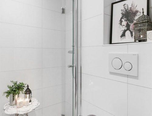 Leuk en praktisch ingerichte kleine badkamer van nog geen 4m2