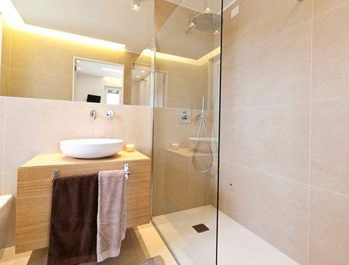 Lichte badkamer met Italiaans ontwerp