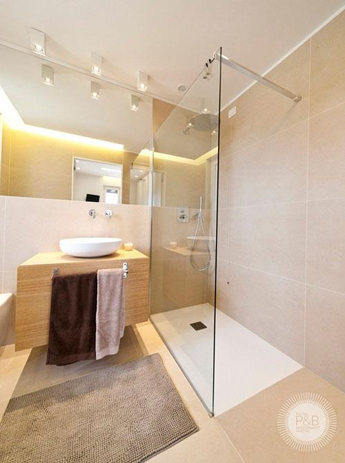 Badkamers voorbeelden    Lichte badkamer met Italiaans ontwerp