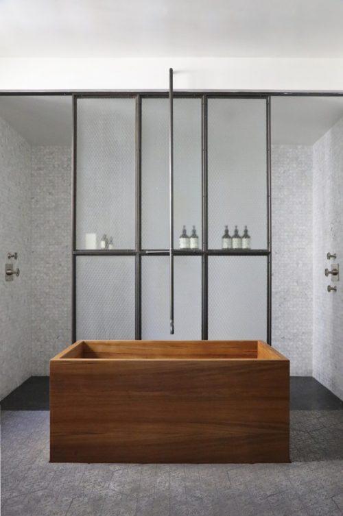 Loft badkamer met inloopkast