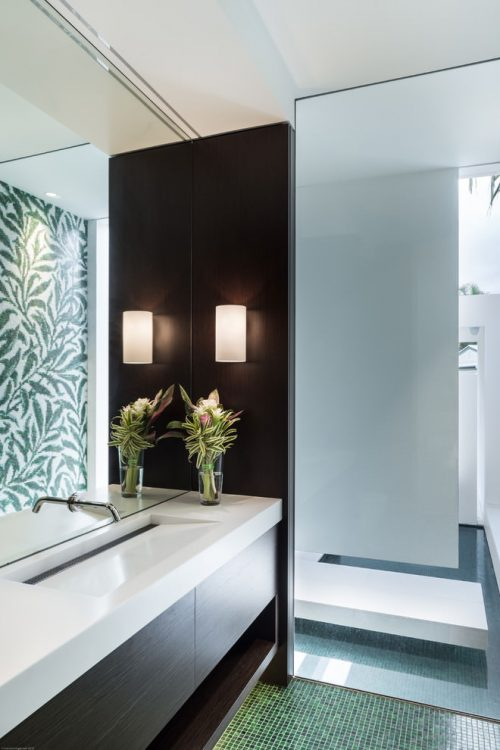 Luxe badkamer achter in slaapkamer