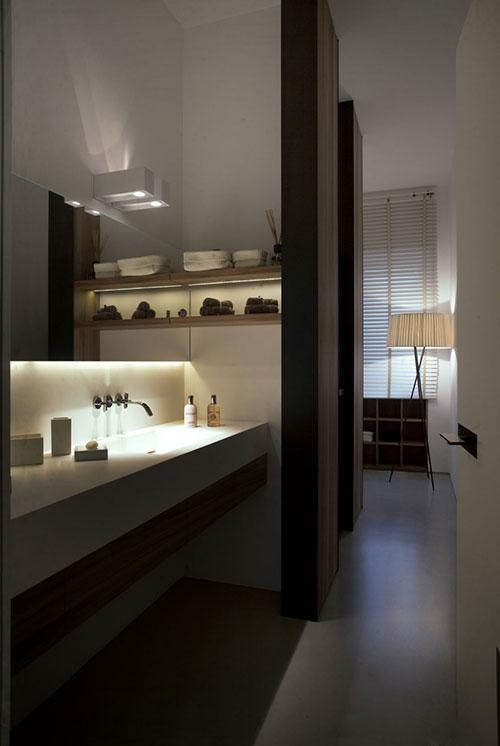 Luxe badkamer met donkerbruin eiken hout