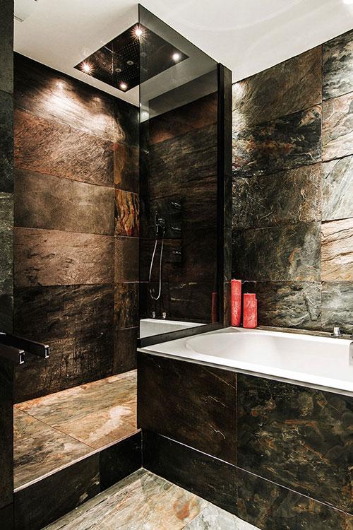 Luxe badkamer met donkere natuursteen - Badkamers voorbeelden