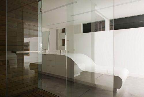 Luxe badkamer met grote badkamermeubel
