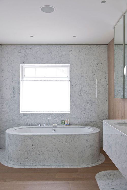 Luxe badkamer van hout en marmer badkamers voorbeelden - Luxe marmer ...