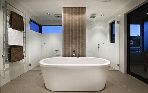 Luxe badkamer met luxe onderdelen - Badkamers voorbeelden