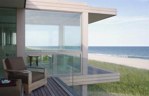 Luxe badkamer met oceaan uitzicht