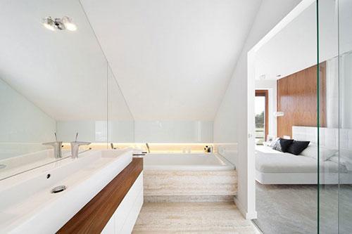 Luxe badkamer met spiegelwand - Badkamers voorbeelden