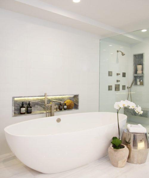 Luxe badkamer van woning in Laguna Beach