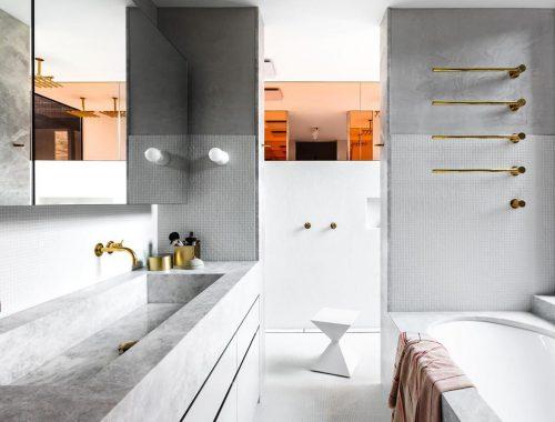 Luxe badkamerontwerp met grijs marmer en goud