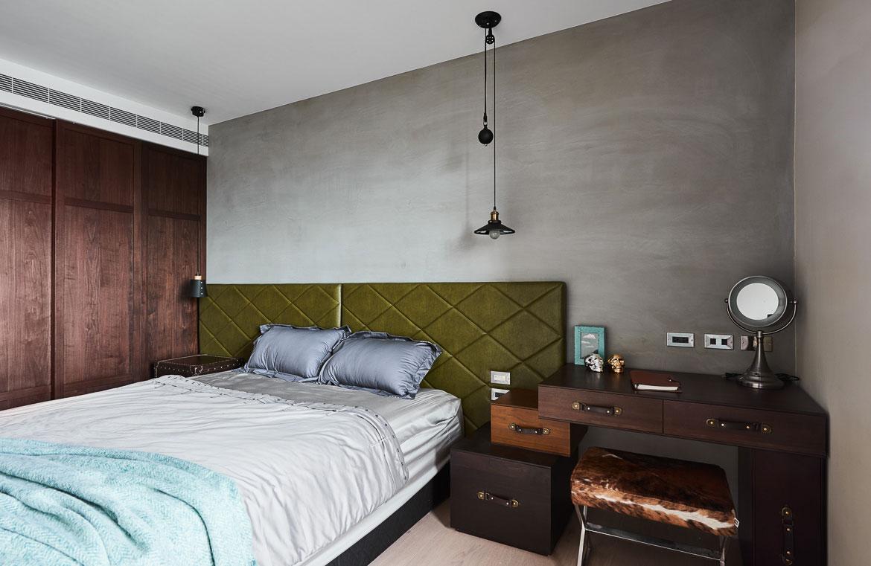 Luxe klassieke badkamer met houtlook tegels