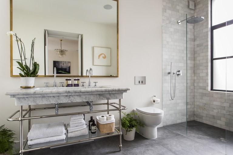 Luxe klassieke moderne badkamer badkamers voorbeelden - Moderne luxe badkamer ...