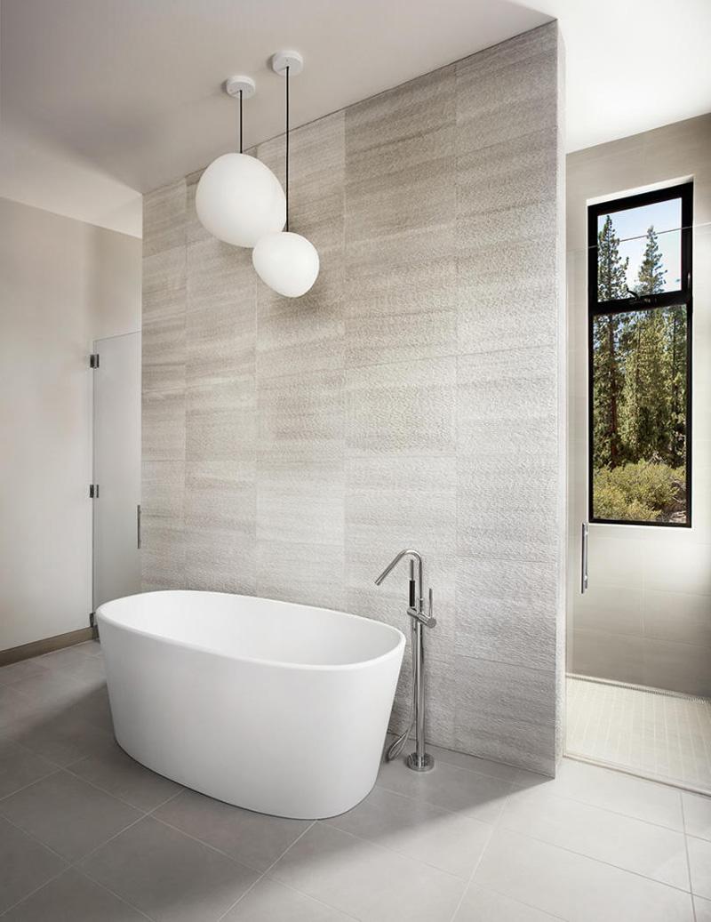 Luxe lichte badkamer van Martis-Dunsmuir House