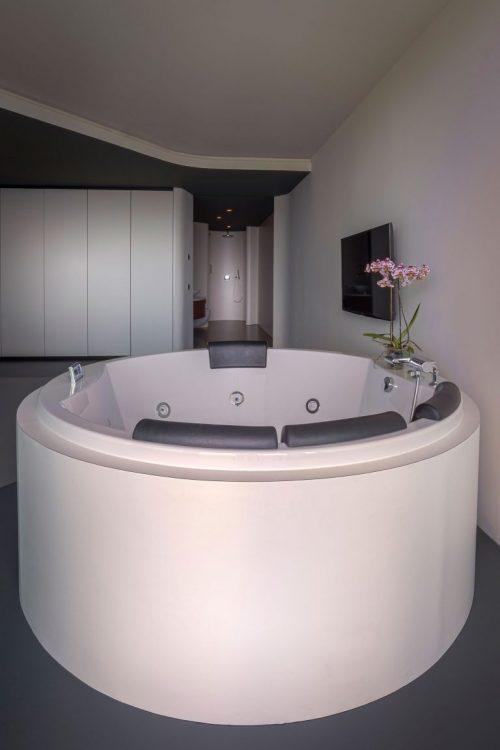 Luxe moderne badkamer in penthouse appartement in De Rotterdam