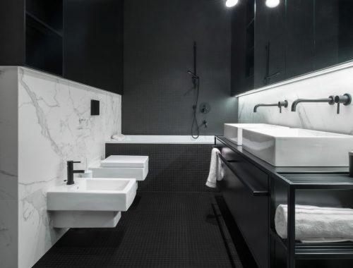 Luxe moderne badkamer in zwart wit