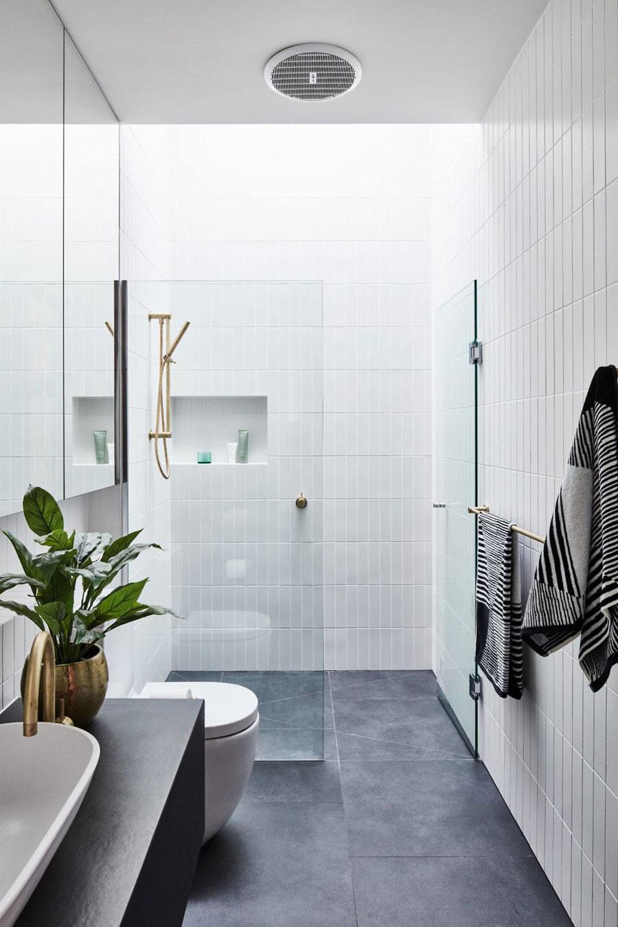 Luxe moderne badkamer van het Courtyard House