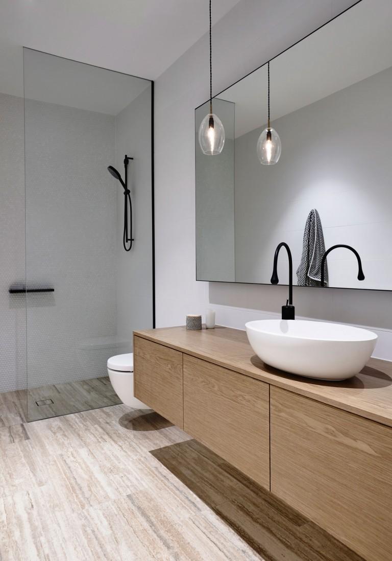 Luxe moderne badkamers ontworpen door inform ontwerpers badkamers voorbeelden - Studio stijl glazen partitie ...