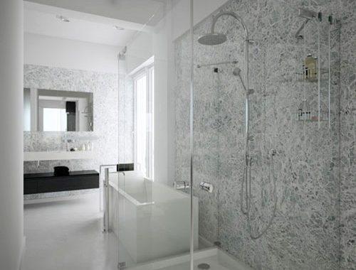 Luxe open badkamer bij master bedroom