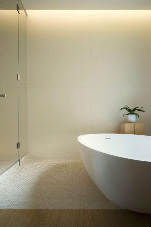 Luxe serene Italiaanse badkamer