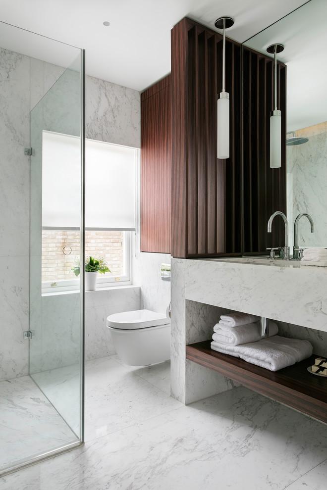 Luxe spa-badkamer met toegang tot zonnig dakterras