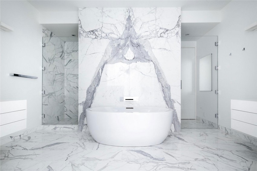 Marmeren badkamer uit authentiek appartement New York - Badkamers ...