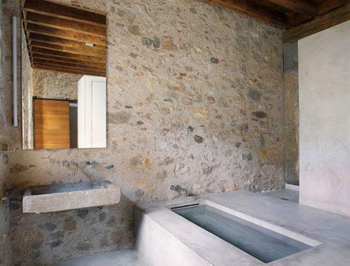 Middeleeuwse moderne badkamer
