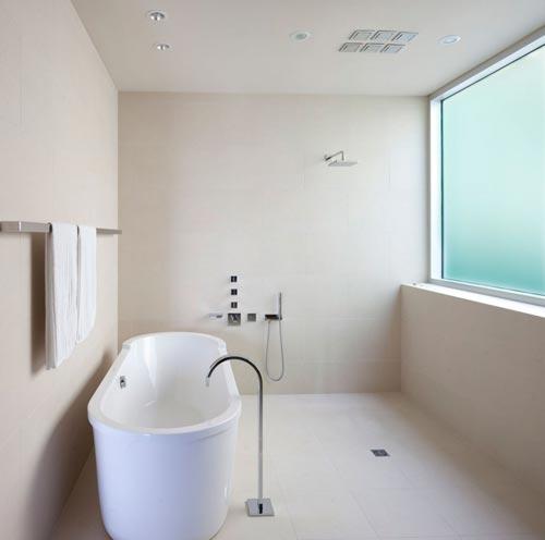 Minimalistische badkamer door architect McLeod Bovell