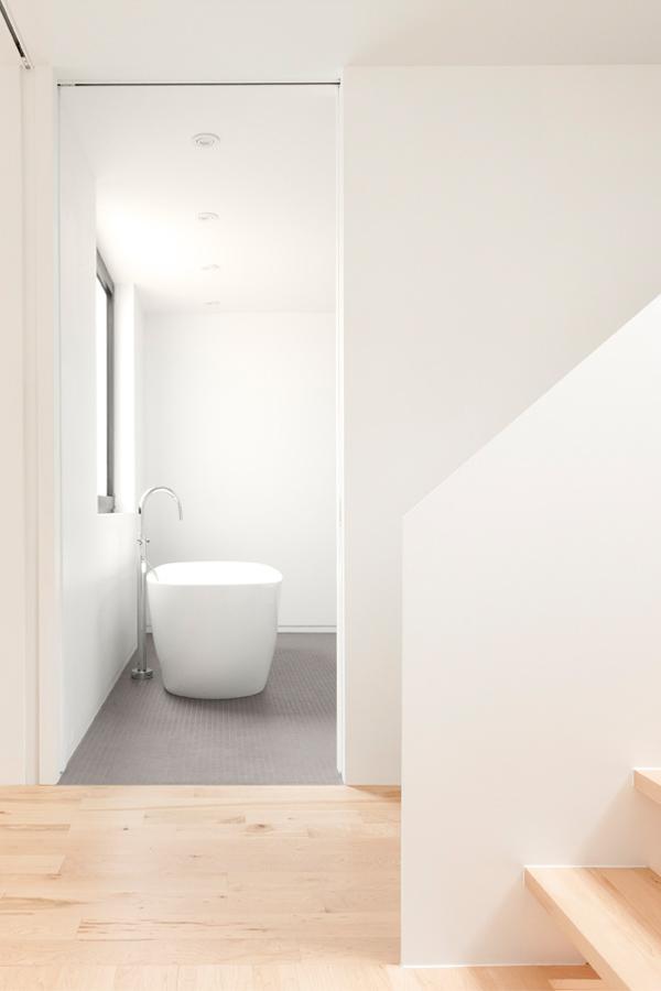 Minimalistische badkamer door La Shed architecten