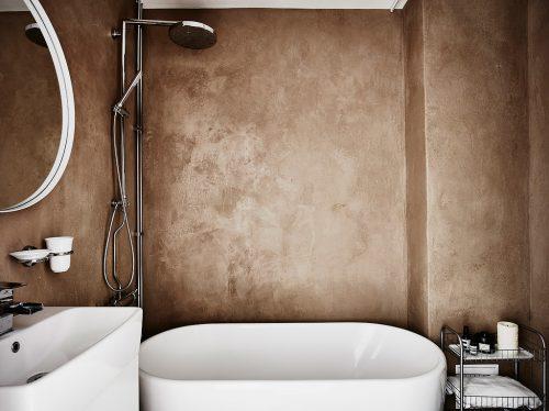 Minimalistische badkamer met betonstuc