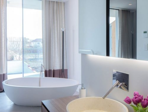 Minimalistische badkamer met sfeer